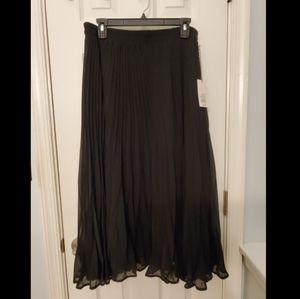 NWT Pleated maxi skirt